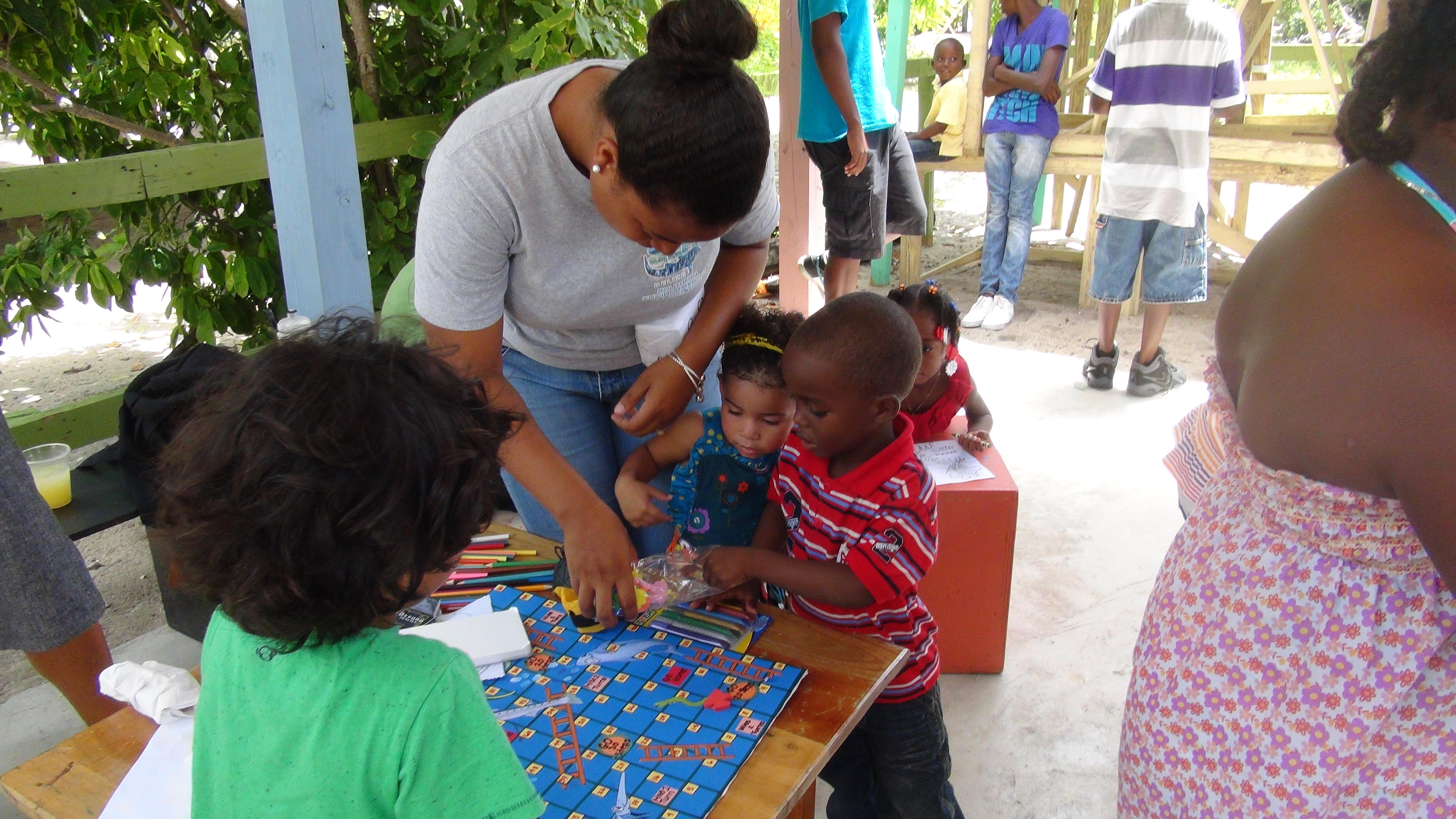 A Projects Abroad volunteer does conservation work and teaches children in Belize on our project for teenagers